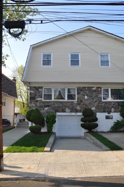 Semi-Attached For Sale: 1139 Willowbrook Road