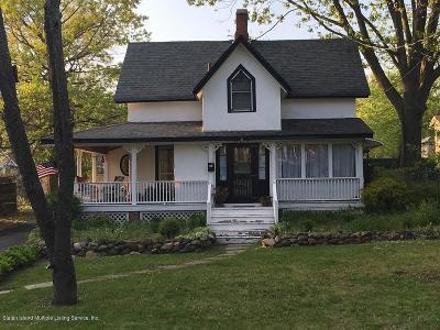 Single Family Home For Sale: 211 Center Street