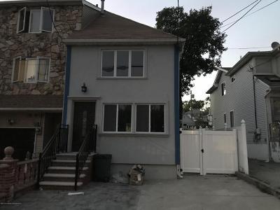Single Family Home For Sale: 11 Father Capodanno Boulevard