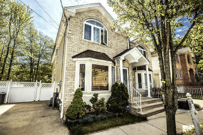 Staten Island Semi-Attached For Sale: 21 Gwenn Loop