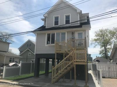 Single Family Home For Sale: 58 Center Place
