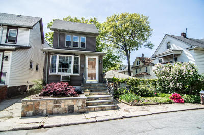 Single Family Home For Sale: 108 Delafield Place