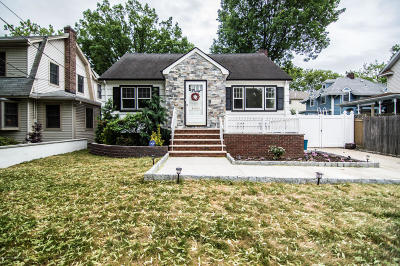 Single Family Home For Sale: 20 Delafield Place