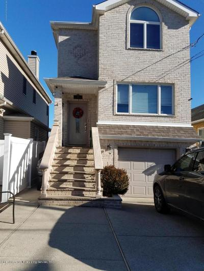 Staten Island Single Family Home For Sale: 437 Manhattan Street