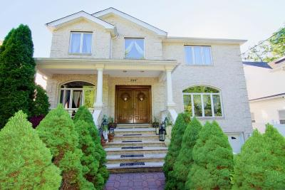 Two Family Home For Sale: 290 Woodvale Avenue