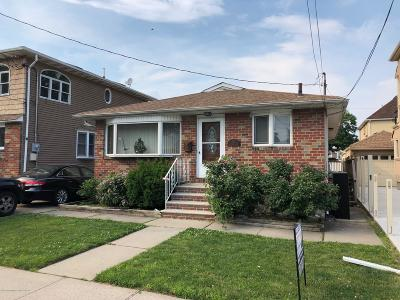 Staten Island Single Family Home For Sale: 203 Dongan Hills Avenue