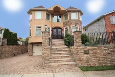 Single Family Home For Sale: 347 Manhattan Street
