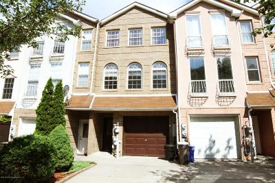 Two Family Home For Sale: 202 Wellington Court