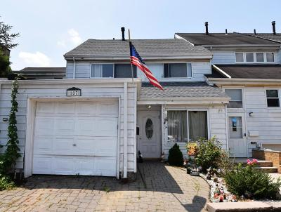 Staten Island Single Family Home For Sale: 107 Forest Green