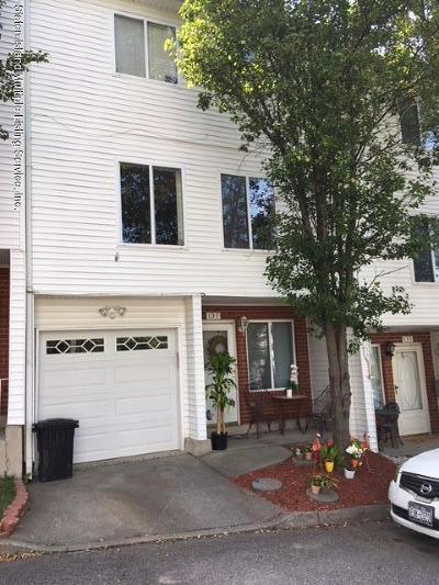 Staten Island Condo/Townhouse For Sale: 137 Jaime Lane
