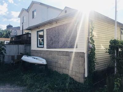 Staten Island NY Single Family Home For Sale: $160,000