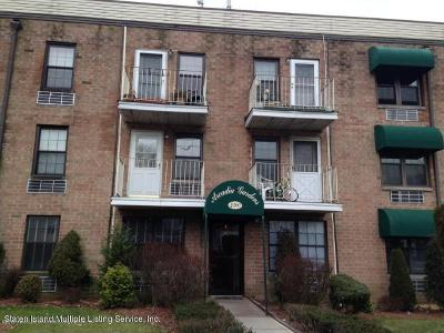 Condo/Townhouse For Sale: 490 Clove Road #3f