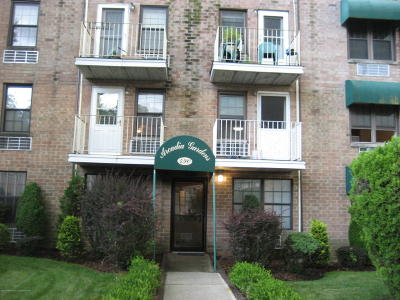 Condo/Townhouse For Sale: 490 Clove Road #1g