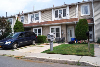 Staten Island Single Family Home For Sale: 30 Francesca Lane