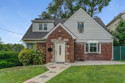 Two Family Home For Sale: 1009 Victory Boulevard