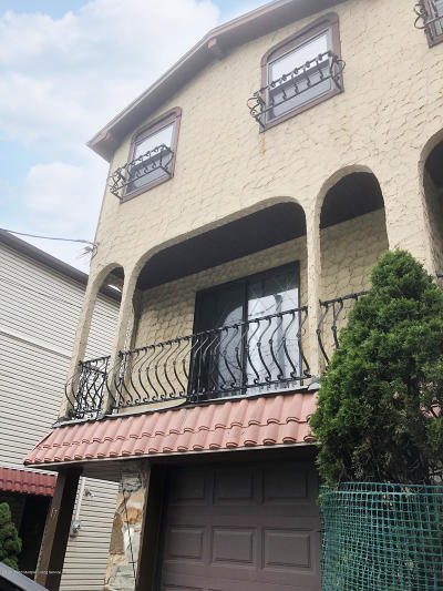 Semi-Attached For Sale: 17 Eton Place
