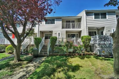 Staten Island Condo/Townhouse Acceptance: 423 E Willow Road
