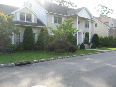 Staten Island Single Family Home For Sale: 25 Old Farmers Lane