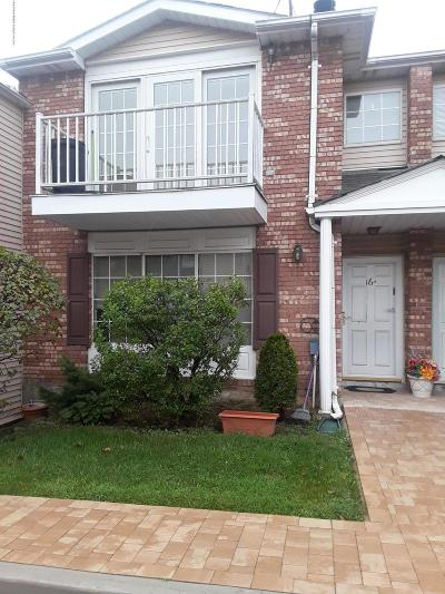 Staten Island Condo/Townhouse For Sale: 16 Saturn Lane
