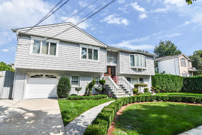 Staten Island NY Single Family Home For Sale: $1,200,000
