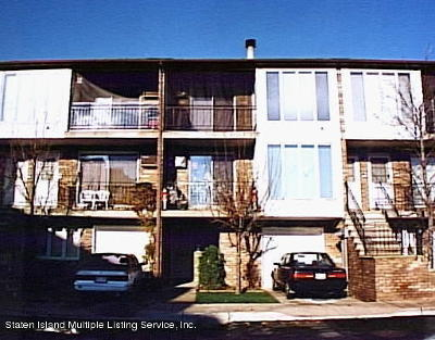 Condo/Townhouse For Sale: 43 Lamped Loop #3rd Fl