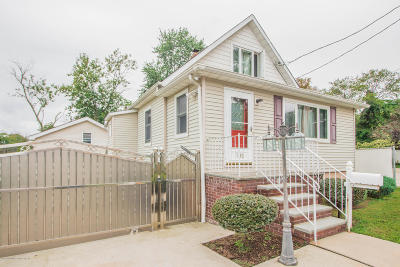 Single Family Home For Sale: 186 Burke Avenue