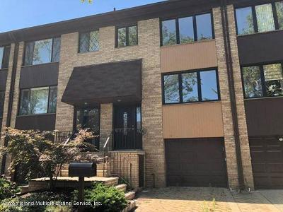 Condo/Townhouse For Sale: 51 Claradon Lane