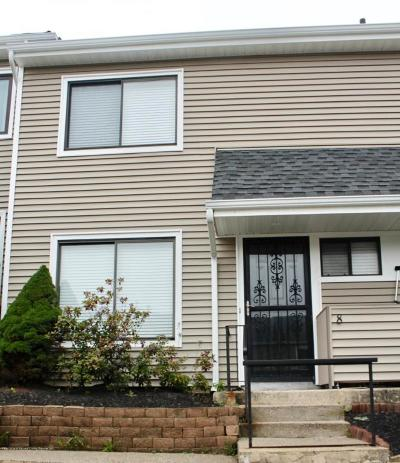 Condo/Townhouse For Sale: 8 Redwood Loop