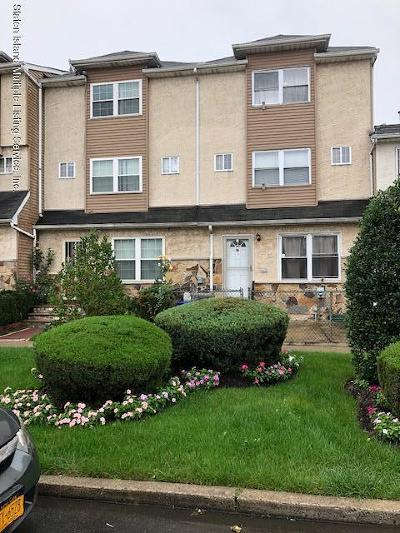Staten Island Single Family Home For Sale: 42 Skyline Drive