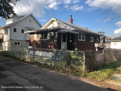 Staten Island NY Single Family Home For Sale: $250,000