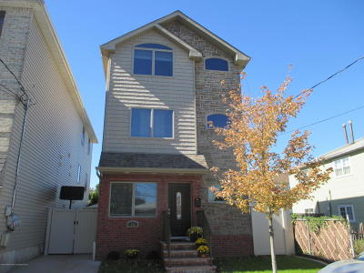 Staten Island NY Single Family Home For Sale: $559,000