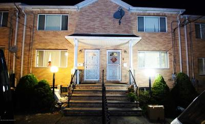 Single Family Home For Sale: 107 Beach Street