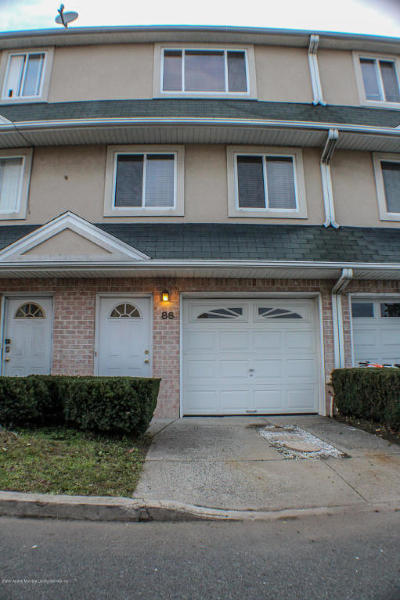 Single Family Home For Sale: 86 Seagate Court