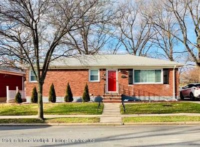 Single Family Home For Sale: 100 Park Hill Circle