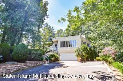 Richmond County Single Family Home For Sale: 10 Milford Avenue