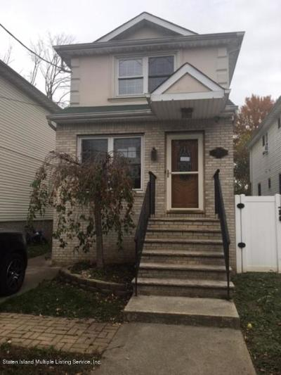 Single Family Home For Sale: 285 Lockman Avenue