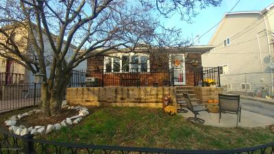 Single Family Home For Sale: 637 Goethals Road N