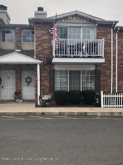 Condo/Townhouse For Sale: 68 Saturn Lane