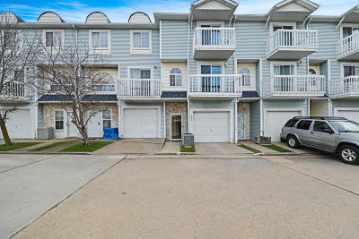 Condo/Townhouse For Sale: 40 E Country Drive #A