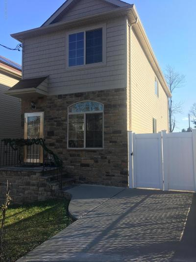 Single Family Home For Sale: 100 Bell Street