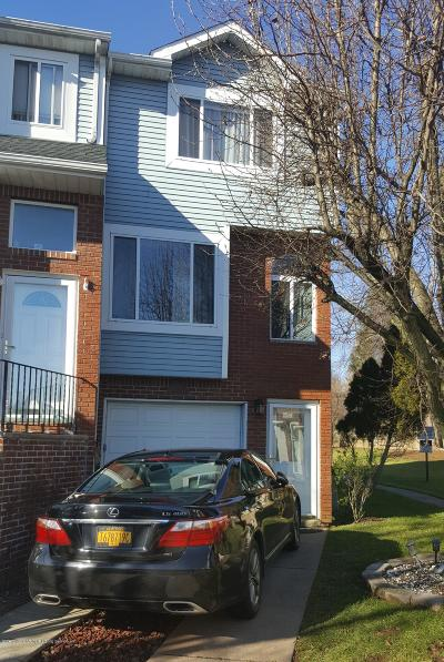 Staten Island Single Family Home For Sale: 71 Pembrook Loop