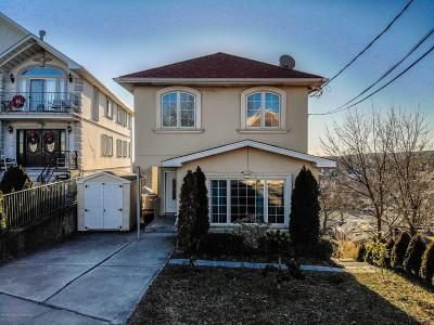 Single Family Home For Sale: 70 Pouch Terrace