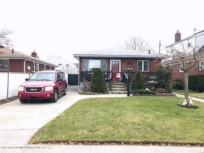 Staten Island NY Single Family Home For Sale: $689,000