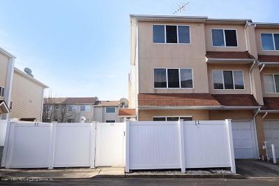Staten Island Single Family Home For Sale: 54 Sandywood Lane