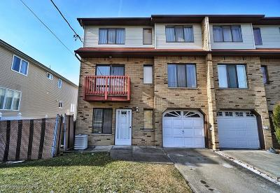 Staten Island Single Family Home For Sale: 374 Giffords Lane