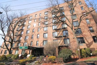 Condo/Townhouse Acceptance: 830 Howard Avenue #7h