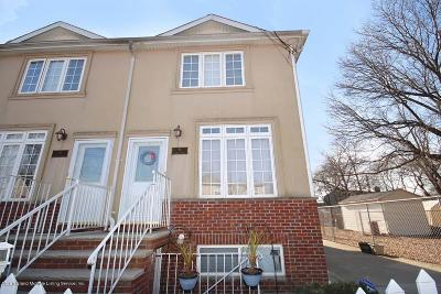 Staten Island Semi-Attached For Sale: 21 Egrit Court