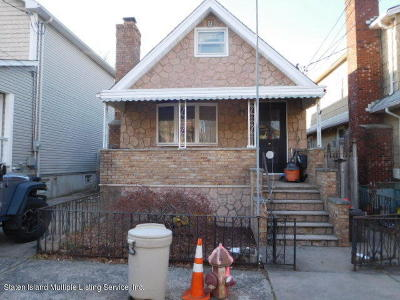 Staten Island NY Single Family Home For Sale: $450,000