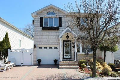 Staten Island Two Family Home For Sale: 19 Woodrose Lane
