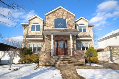 Single Family Home For Sale: 215 Thornycroft Avenue